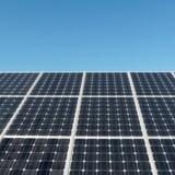 En række lande har fordelagtige støtteordninger for nye solenergianlæg. Det har fået en række danskere til at investere i særlige selskaber med indbyggede skattefordele. Reuters/Reuters File Photo