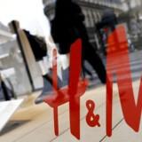 Arkivfoto. Et voksende onlinesalg formåede ikke at opveje et fald i trafikken i H&M's fysiske butikker, og aktiekursen for den svenske tøjkæde falder torsdag formiddag med 6,2 pct. til 208,60 svenske krone.