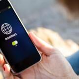 15. juni skal man principielt kunne bruge tale og data på sit mobilabonnement i resten af EU til hjemlig pris - i praksis bliver det nok anderledes. Arkivfoto: Shutterstock/Scanpix