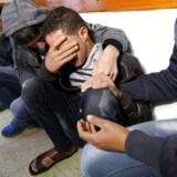 Pårørende til landmanden, som fredag blev dræbt langs grænsen til Israel, sørger på et hospital i den sydlige del af gazastriben.