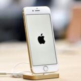 Det koster Apple omkring 1.500 kroner at producere en iPhone 7, men den sælges for omkring 6.000 kroner. Derfor er Apple verdens i dag mest værdifulde virksomhed med en bugnende pengetank. Arkivfoto: Joel Carrett, EPA/Scanpix