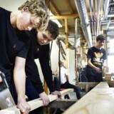 Midtskolen i Faxe har oprettet tre profillinjer i udskolingen, som foregår på erhvervskoler i området. Frederik Bartels (t.v.) og Frederik Nielsen (t.h.) fra 8. klasse har valgt »konstruktion og håndværk«. Ineressen er stor. Knap hver tredje elev på Midtskolen har valgt en profillinje, hvor de er på erhvervsskole én dag om ugen.