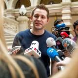 Det var den østrigske jurastuderende Max Schrems' klage over, at Facebook overførte hans personlige data til USA, der førte til, at EU-Domstolen i oktober grundskød den 15 år gamle dataudvekslingsaftale mellem EU og USA. Forslaget til en ny aftale får nu også barske ord med på vejen af de europæiske datatilsyn. Arkivfoto: Christian Bruna, AFP/Scanpix