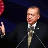 Striden blusser op, få dage før et planlagt topmøde mellem EU og Tyrkiet. Efter planen skal EU-præsident Donald Tusk og kommissionsformand Jean-Claude Juncker på mandag mødes med præsident Recep Tayyip Erdogan i Varna i Bulgarien.