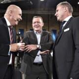 Statsminister Lars Løkke Rasmussen sammen med Venstres gruppeformand Søren Gade (t.v.) og partisekretær Claus Richter ved Venstres landsmøde, søndag.