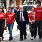 Mange britiske unge er begejstrede over labourleder Jeremy Corbyns politiske mål - bl.a. afskaffelse af studieafgift, penge til lærepladser, samt flere ressourcer til undervisning og sundhed. Og mange unge ventes på den baggrund at stemme rødt. Muligvis langt flere, end analyseinstitutterne forventer.