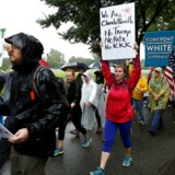Efter dødelige raceuroligheder i byen Charlottesville støtter Kongressen et forslag, der fordømmer hadgrupper.