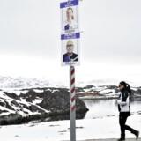 Valgplakater til det grønlandske landstingvalg i gaderne i Nuuk. Et flertal af grønlænderne ønsker selvstændighed, men kun få politikere vil nævne et årstal. (Foto: Christian Klindt Sølbeck/Ritzau Scanpix)