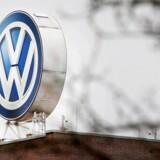 Den tyske bilproducent Volkswagen ser mere positivt på udviklingen i forretningen i løbet af de næste tre år end tidligere.