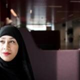 Sabba Mirza bærer selv tørklæde, og i 2008 måtte hun opgive drømmen om at blive dommer i det danske retsvæsen, da Folketinget dengang forbød religiøse beklædningsgenstande hos dommere.