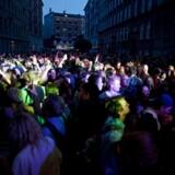 Normalt bliver der holdt 'aftenfest' på Nørrebro og Vesterbro i forbindelse med gadefesten Distortion. Nu har Københavns kommune valgt at rykke de festlige aftenntimer til Rådhuspladsen i København, hvilket vækker bekymring hos beboerne i Indre By. Distortion på Vesterbro 2014.
