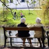 Regeringen har droppet at hæve pensionsalderen og vil nu gøre det mere attraktivt for pensionsmodne danskere at blive længere i job.
