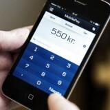 Det kriminelle foretagende gik ud på, at mændene tastede oplysninger fra stjålne kreditkort ind i smartphoneapplikationen MobilePay.