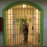 Justitsministeren har fået et forkert billede af de danske fængselsbetjente, hvis han tror, at de sidder i rundkreds og leger pædagoger sammen med fangerne, lyder det fra Fængselsforbundets formand (arkivfoto). Scanpix/Erik Luntang