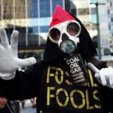 Miljøaktivister protesterer 1. juni mod USAs udtræden af Paris-aftalen.