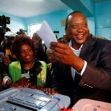 Kenyas præsident, Uhuru Kenyatta, står til genvalg med 90 procent af stemmerne optalt, skriver Reuters.. REUTERS/Baz Ratner TPX IMAGES OF THE DAY