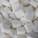Danskerne har en kedelig rekord. Vi spiser i gennemsnit 60 kilo sukker om året og er dermed de største sukkergrise i den vestlige verden.