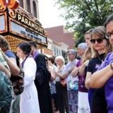Tusinder af lokale deltog i onsdagens mindehøjtidelighed for den myrdede Heather Heyer i Charlottesville.