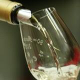 Ved du, hvad du skal drikke i løbet af aftenen, hvis du skal undgå tømmermænd dagen efter? Free/Colourbox