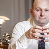 »Vi har aldrig i Danmarkshistorien vedtaget noget så voldsomt, som dét, vi har vedtaget med bandepakken. Og jeg mener, det kan forsvares hele vejen, når det er den her type mennesker, vi taler om. Jeg har det sådan, at når de sidder i fængsel, så er det godt for alle andre. Jeg skyer ingen midler,« siger justitsminister Søren Pape Poulsen (K) om bandepakken.