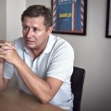 Interview med Jesper Kasi Nielsen, der er en dansk erhvervsleder, og som på få år har opbygget en succesrig virksomhed indenfor salg af smykker. Men nu er han i juridiske problemer.