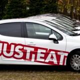Udbringningsbilerne fra Just Eat skal til at køre om kap med nye konkurrenter på madudbringningsmarkedet.