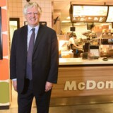 Den britiske finansmand Guy Hands har købt rettighederne til McDonald's i Norden.