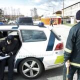 Fyns politi får mange henvendelserm efter at en næsten 40 kg tung brosten blev kastet efter en personbil lørdag aften.