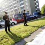 Efter skud mod betjente på Christiania skød og anholdt politiet en mand i Vinkelhusene, Kastrup. Her er det billeder fra Vinkelhusene, hvor den voldsomme anholdelse foregik.