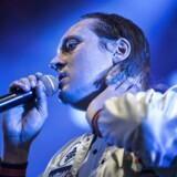 Canadiske Arcade Fires Win Butler på Roskilde Festivalens Orange scene ørdag aften - også med hilsner om at gøre verden til et bedre sted.