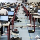 Arkivfoto: Undervisningsministeren vil slukke for internetadgangen ved eksamen. Men det er gammeldags, lyder kritik.