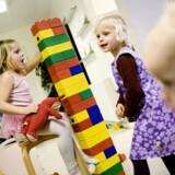 Færre pædagoger i vuggestuerne er ikke altid lig med dårlige service, vurderer ekspert.