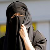 Stiletter, kunstige bryster og bare maver kan lige så vel som burkaen være udtryk for kvindeundertrykkelse, mener religionsforsker.