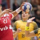 Louise Burgaard i aktion i håndboldlandskampen mellem Danmark og Brasilien.