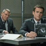 De to FBI-agenter Holden Ford og Bill Tench er de gennemgående figurer i Netflix-serien »Mindhunter«, der skildrer starten af politiets psykologiske profilering af afvigende kriminelle.