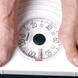 En nøjagtig badevægt og en god køkkenvægt er de vigtigste ingredienser i professorens slankekur.