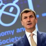 »Kunstig intelligens er ved at transformere vores verden, og det giver nye udfordringer, som Europa bør møde sammen (...). Vi er nødt til at investerer mindst 20 milliarder euro inden udgangenaf 2020,« lød det fra kommisæren for det Digitale Indre Marked Andrus Ansip i går. (ARKIV, FOTO: Emmanuel Dunand / AFP / Scanpix)