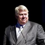 Jørgen Mads Clausen, bestyrelsesformand, Danfoss, står fuldt ud inde for den store, tocifrede millionbonus, som tidligere adm. direktør Niels B. Christiansen har fået.