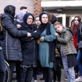 Søndag d. 22. oktober 2017 blev der afholdt mindehøjtidelighed for den 16-årige Servet Abdija, der blev dræbt af skud mandag aften ud for sin bopæl i Ragnhildgade i København. Mindehøjtideligheden var arrangeret af Albanske Rødder i Danmark. Servets mor og nærmeste familie deltog også. (Foto: Bax Lindhardt/ Scanpix)