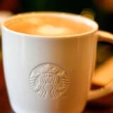 Den amerikanske kaffekæde Starbucks kunne kun lige akkurat leve op til resultatforventningerne i det forskudte tredje kvartal.