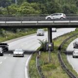 I november bebudede justitsminister Søren Pape Poulsen (K), at politiet skal kunne overvåge 30 udvalgte vejstrækninger med hemmelige kameraer.