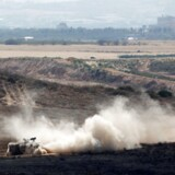 En israelsk tank kører på den israelske side ved grænsen til Gaza 29. maj 2018.