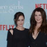 De amerikanske skuespillerinder Alexis Bledel og Lauren Graham markedsfører den nye sæson af Netflix-serien »Gilmore Girls«