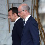 Det blev Emmanuel Macron (til venstre), der vandt det franske præsidentvalg, men hvis Marine Le Pen havde vundet, var der en plan klar, der skulle sikre republikkens overlevelse. Reuters/Charles Platiau