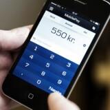 Arkivfoto. Organisationer håber, at nyt automatisk skattefradrag over mobilen vil få flere til at give til velgørenhed.