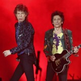 """Mick Jagger and Ron Wood of the Rolling Stones performs during a concert of their """"No Filter"""" European tour at Lluis Companys Stadium in Barcelona, Spain, September 27, 2017. REUTERS/Albert Gea"""