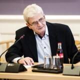 Tidligere skatteminister Holger K. Nielsen indrømmer, at han bærer en del af skylden for de store problemer i Skat.