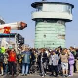 5. maj i år var der - for 20. gang - såkaldt cannabismarch, som bliver afholdt i flere lande verden over. I Danmark gik ruten fra Christiania til Rådhuspladsen, og deltagerne brugte åbenlyst cannabis undervejs. Billedet her er taget på Knippelsbro under cannabismarchen i 2013.