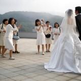 Fødselstallet falder i Sydkorea, da færre unge bliver gift og stifter familie. Men det kan universitetsfag, hvor de studerende som led i undervisningen skal på date med hinanden, måske råde bod på.