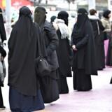 Udkast til lovforslag viser, at burkaforbud kan straffes med fængsel. Det er blevet kritiseret i blå blok.